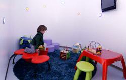 Kinder haben bei uns einen schönen Wartebereich mit Spielzeug
