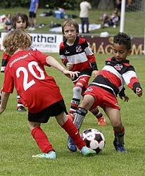 Die Kleinen beim Kicken für den Dento Cup 2014 in Hamburg