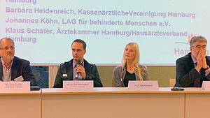 Dr. Katy Duesterhoeft und Dr. Dirk Hallensleben beim Podium Barrierefreihet in den Schön-Kliniken Hamburg