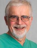 Oralchirurg Dr. Atzeroth vom MVZ Dentologicum Hamburg