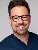 Zahnarzt Jan Schulz vom MVZ Dentologicum Hamburg